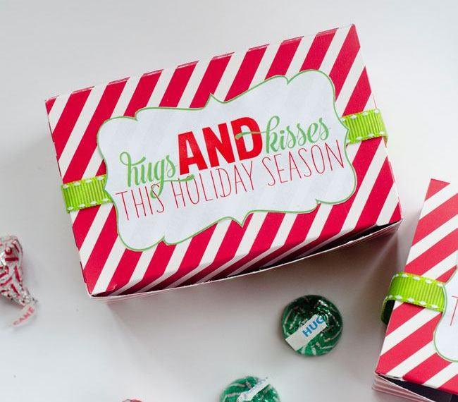 """""""Hugs & Kisses This Holiday Season"""" Gift Tag by Lindi Haws"""