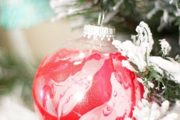 DIY Marbleized Ornament by Confetti Sunshine