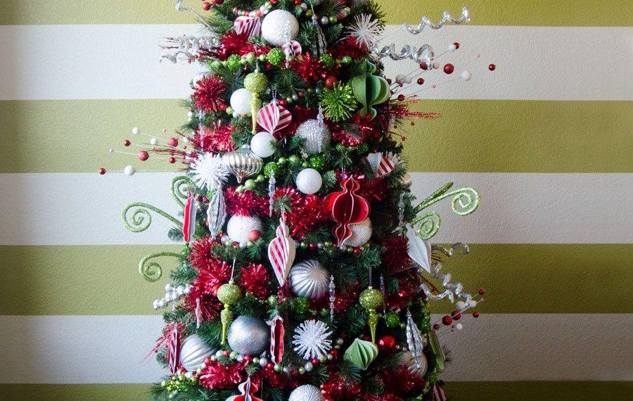 Whimsical Christmas Tree Decorating Idea by Lindi Haws