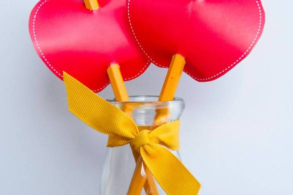 FREE Apple Printable Pencil Topper by Love The Day