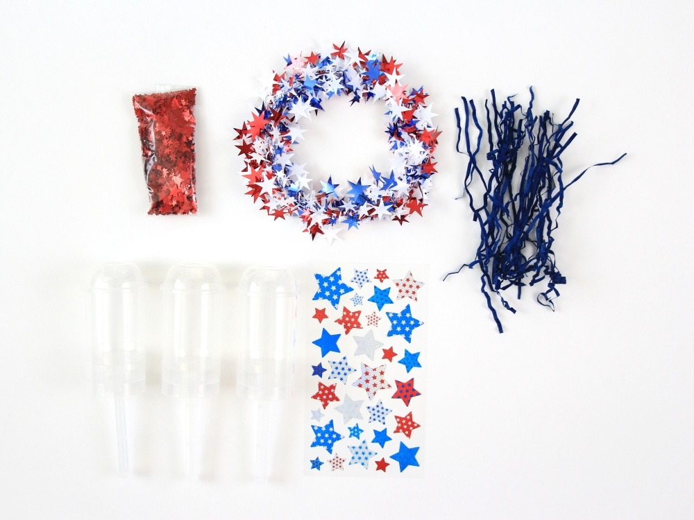 try this easy and festive patriotic craft idea diy confetti poppers by polka dotted blue