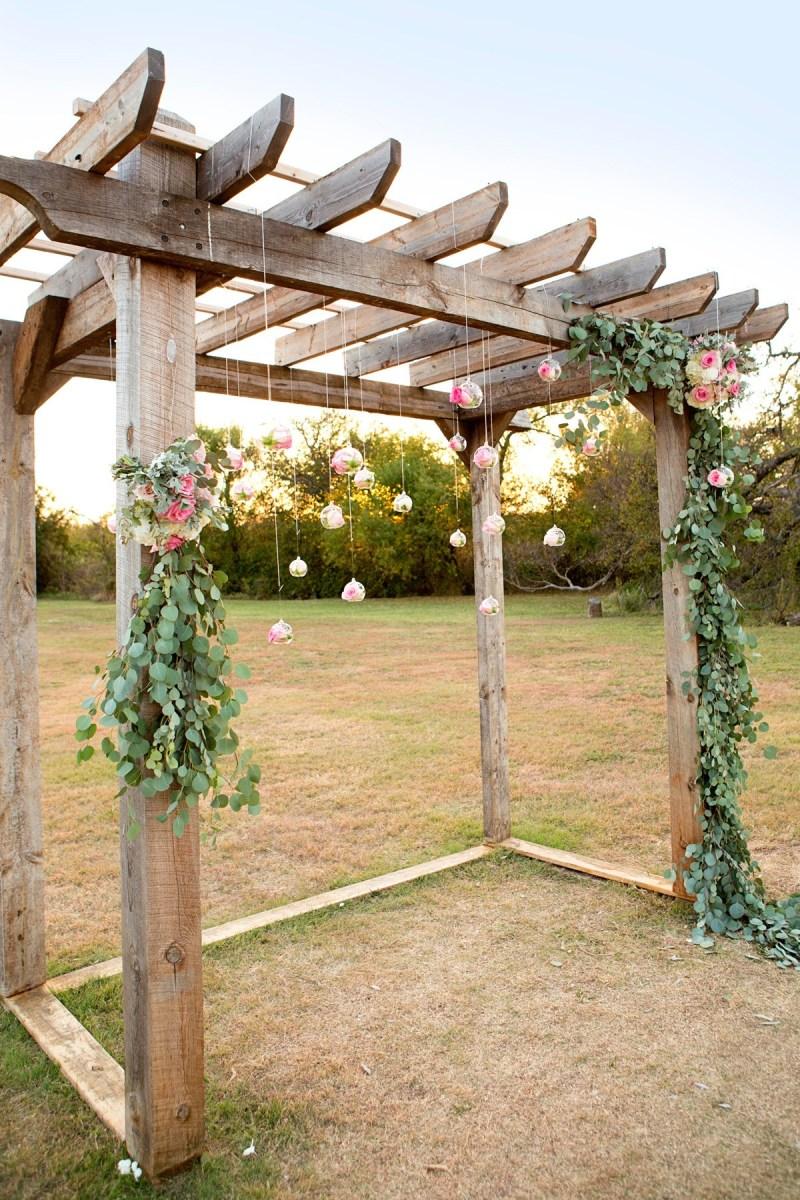 10 Stunning Wedding Backdrop Ideas on Love the Day