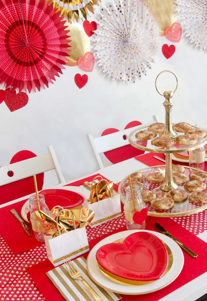 Red and Gold Valentine's Day Ideas by Lindi Haws of Love The Day #valentinesday #valentinesdayparty