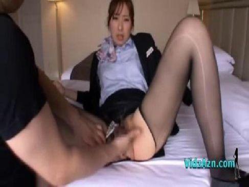 セクシー女優の西尾かおりがCAのコスプレで激しい性交で個人撮影をしてるセックス動画無料