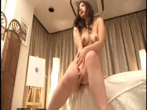 色気のある美巨乳美人妻がエロマッサージ師におまんこを弄られ発情して潮吹きまでするセックス動画無料