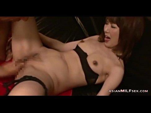 色気のある美乳お姉さんがセクシー下着でいちゃいちゃしながら激しいセックスをしてる無臭せい動画美女