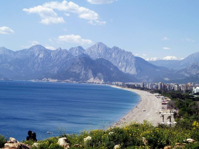 Konyaalti beach beydaglari
