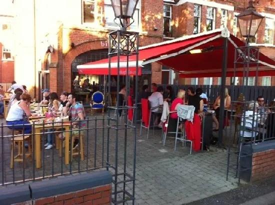 al-fresco-dining-at-birdcage