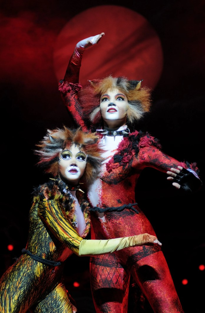 Melissa James as Bombalurina and Lily Frazer as Demeter_Photo Alessandro Pinna