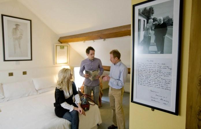Laurel Villa Guest House (Seamus Heaney Exhibition)