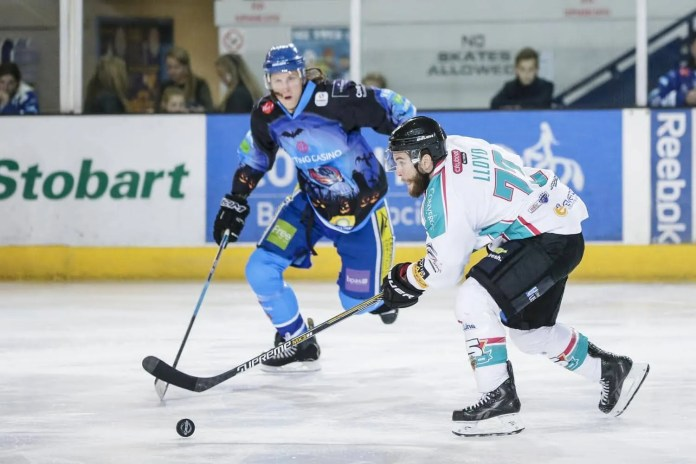 Scott Wiggins Photography: Darryl Lloyd goes on the attack in Coventry, with Rory Rawly closing in.