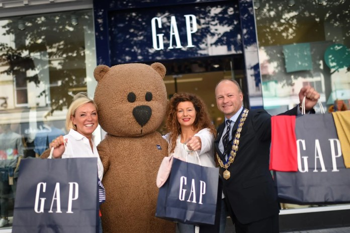 Debbie Edwards, Vice President & General Manager of Gap Europe, Sheila McCrae - Regional Director, Gap Europe with Hugh Black, President BCTC