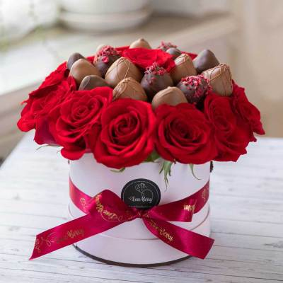 Chocolate Dipped Strawberry Box with Roses