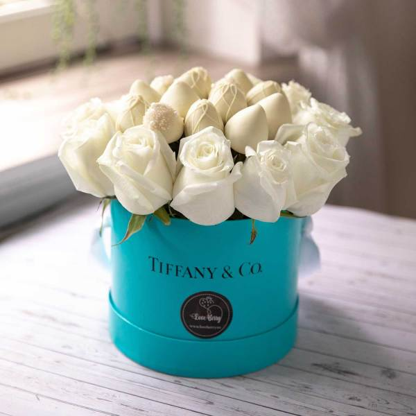 Tiffany & Co themed chocolate covered strawberries