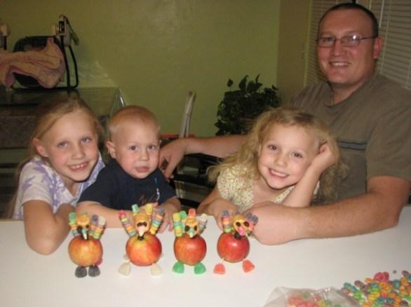 Kids Thanksgiving Craft: Turkeys Place Cards