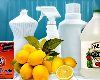 Homemade Cleaner – How to make your own bathroom cleaner with Vinegar and Baking Soda