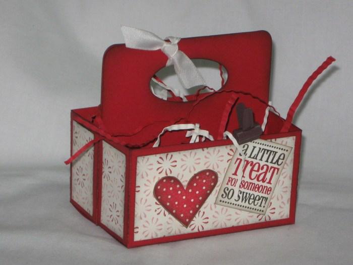 DIY Valentine Treat Box - 10 DIY Valentine's Day Projects