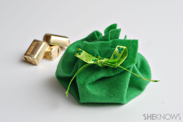 Easy DIY Leprechaun's purse Craft