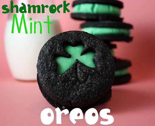 17 St. Patrick's Day Treats {easy, fun, and colorful} - Shamrock Mint Oreos
