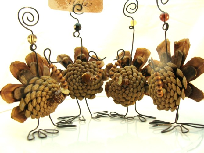 15 Thanksgiving Table Settings - Turkey Pine cone Place settings