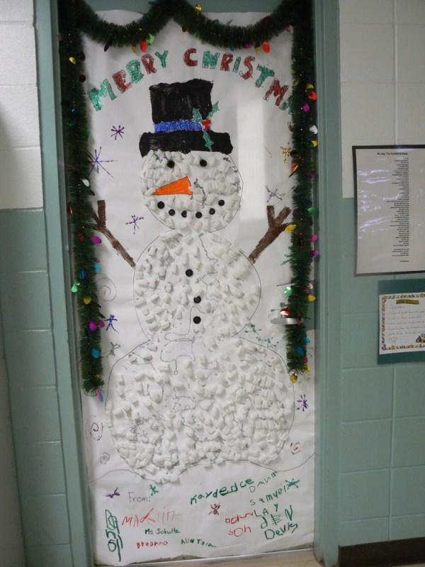 15 Christmas Wreath Ideas - Snowman Door