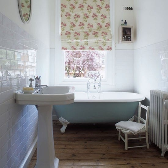 Top Tips: How to Decorate a Small Bathroom - Love Chic Living on Simple:zvjxpw8Nmfo= Small Bathroom Ideas  id=20448