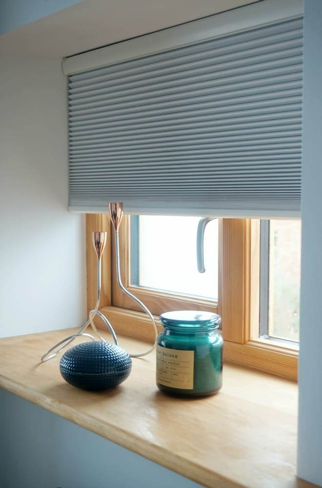 Side window Luxaflex blinds