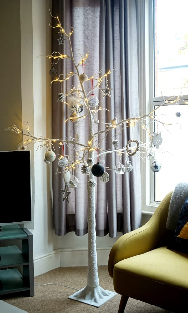 final-decorated-twig-tree