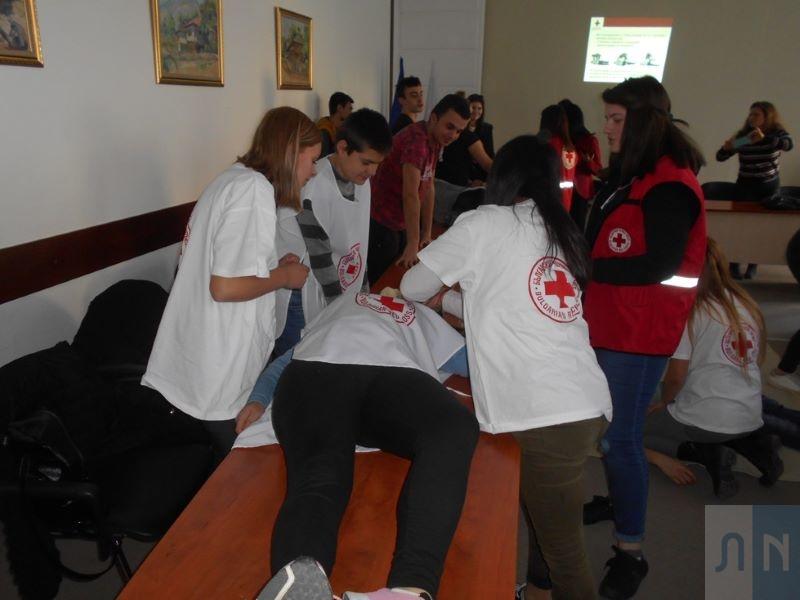 Младежите от БМЧК – Тетевен с проведен курс за оказване на първа долекарска помощ