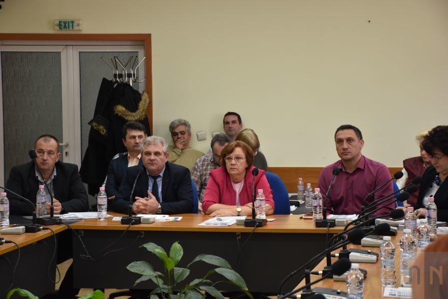 """Кметът на Ловеч Корнелия Маринова приветства на пресконференция по проект """"Прилагане на мерки за енергийна ефективност на сградите на РУ """"Полиция"""""""