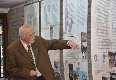 """В Ловеч представиха книгата """"Бягство от ГДР през Желязната завеса"""" на България """" и изложба по темата"""