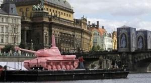 pinktank2208131