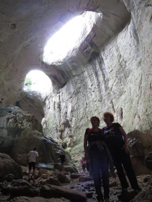 10 ОЧИТЕ в пещера Проходна