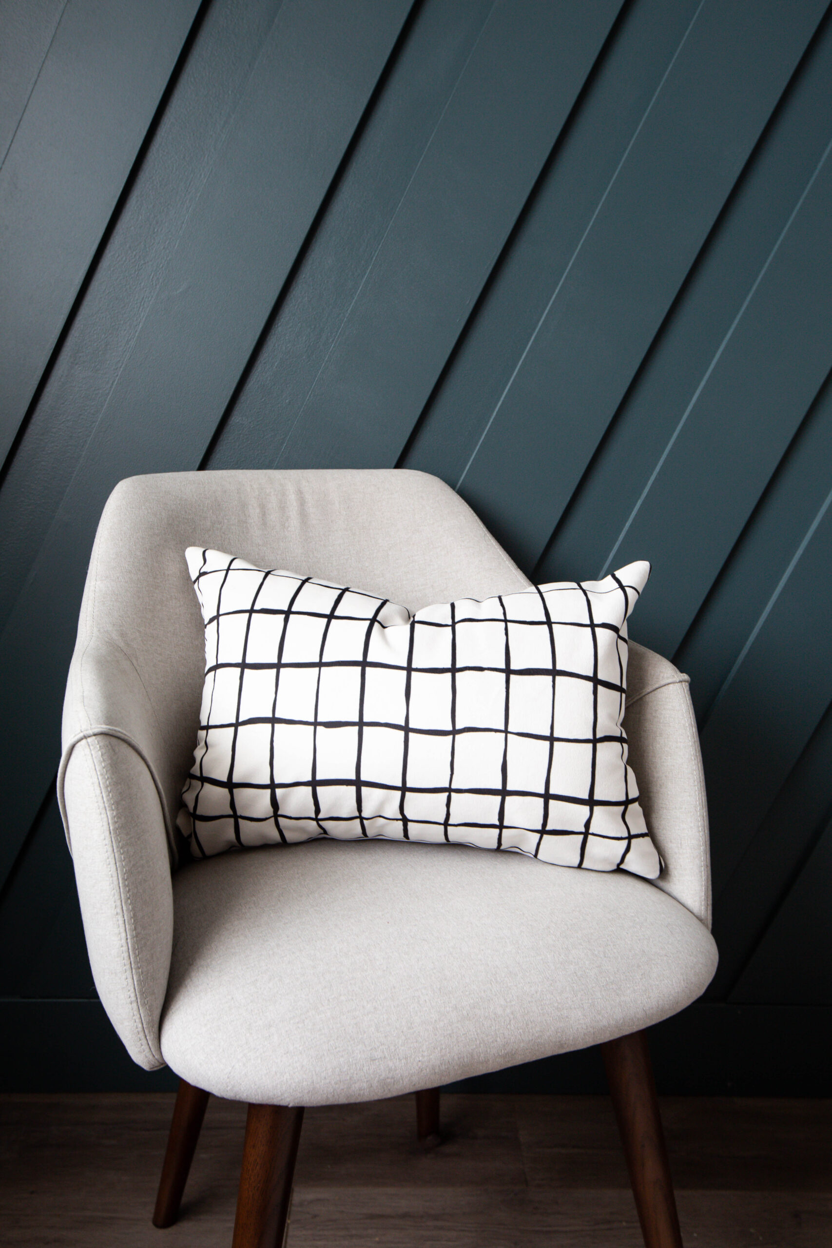 https lovecreatecelebrate com product modern checkered pillow