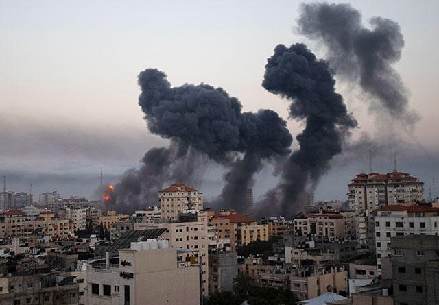 Israel Intensifies its Offensive in Gaza, Terrorists Launch Nonstop Rockets