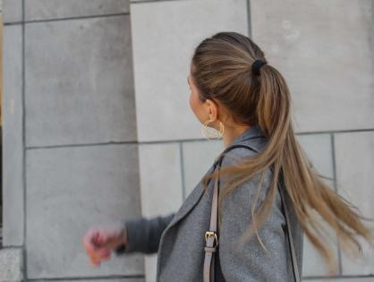 Von wegen Oma-Look: Grau raffiniert kombiniert