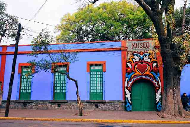 Top things to do in Mexico City, go to the Frida Kahlo museum