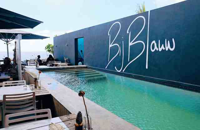 Beautiful pool at bijblauw restaurant, one of the best restaurants in Curacao
