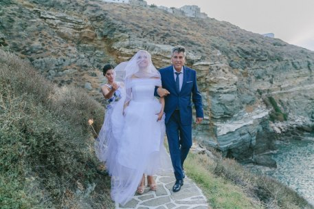 bride and his father in a wedding at sifnos island
