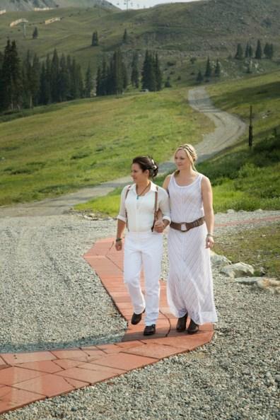 Danielle-and-Angie's-summer-ski-resort-wedding-10