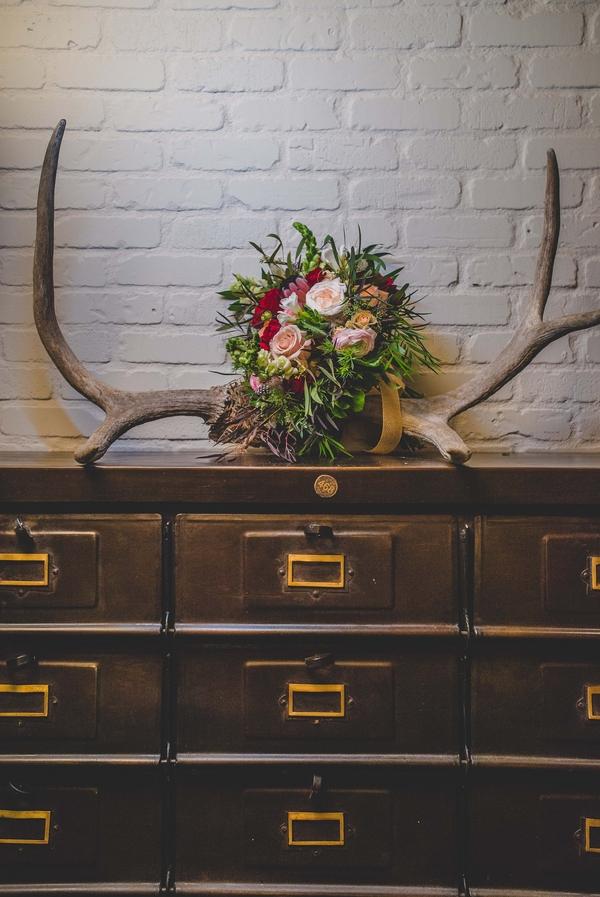 antler-decor-wedding-inspiration-shoot-edward-lai-photography