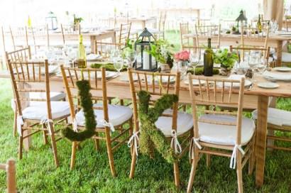 rustic-wedding-moss-chair-signage-camera-famosa-photography