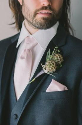 winter-wedding-boutonierre-nova-markina-photography
