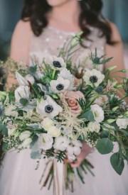 winter-wedding-bridal-bouquet-nova-markina-photography