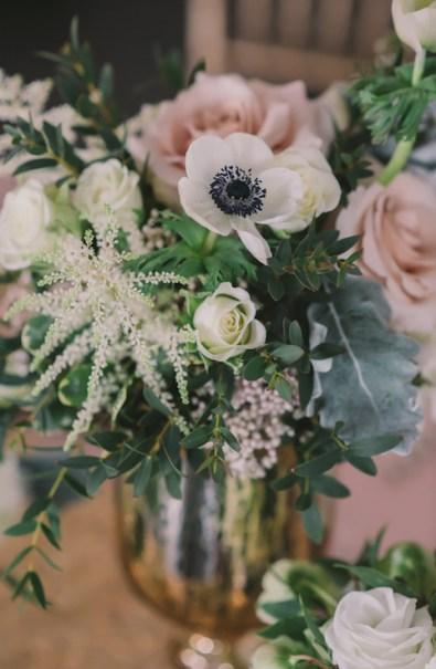 winter-wedding-flower-arrangements-nova-markina-photography