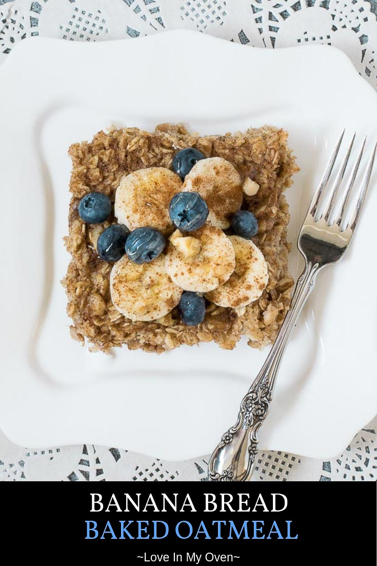 Use those brown bananas on your counter for this EASY banana bread baked oatmeal! This is a healthy baked oatmeal that will have your whole family asking for seconds. // banana bread oatmeal recipe // healthy baked oatmeal // banana bread baked oatmeal