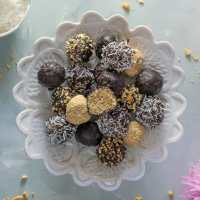 No-Bake Chocolate Coconut Balls