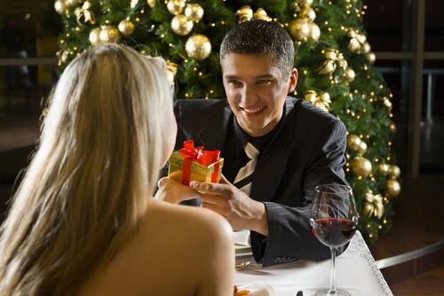 キュンとさせるプロポーズの言葉7つのポイント