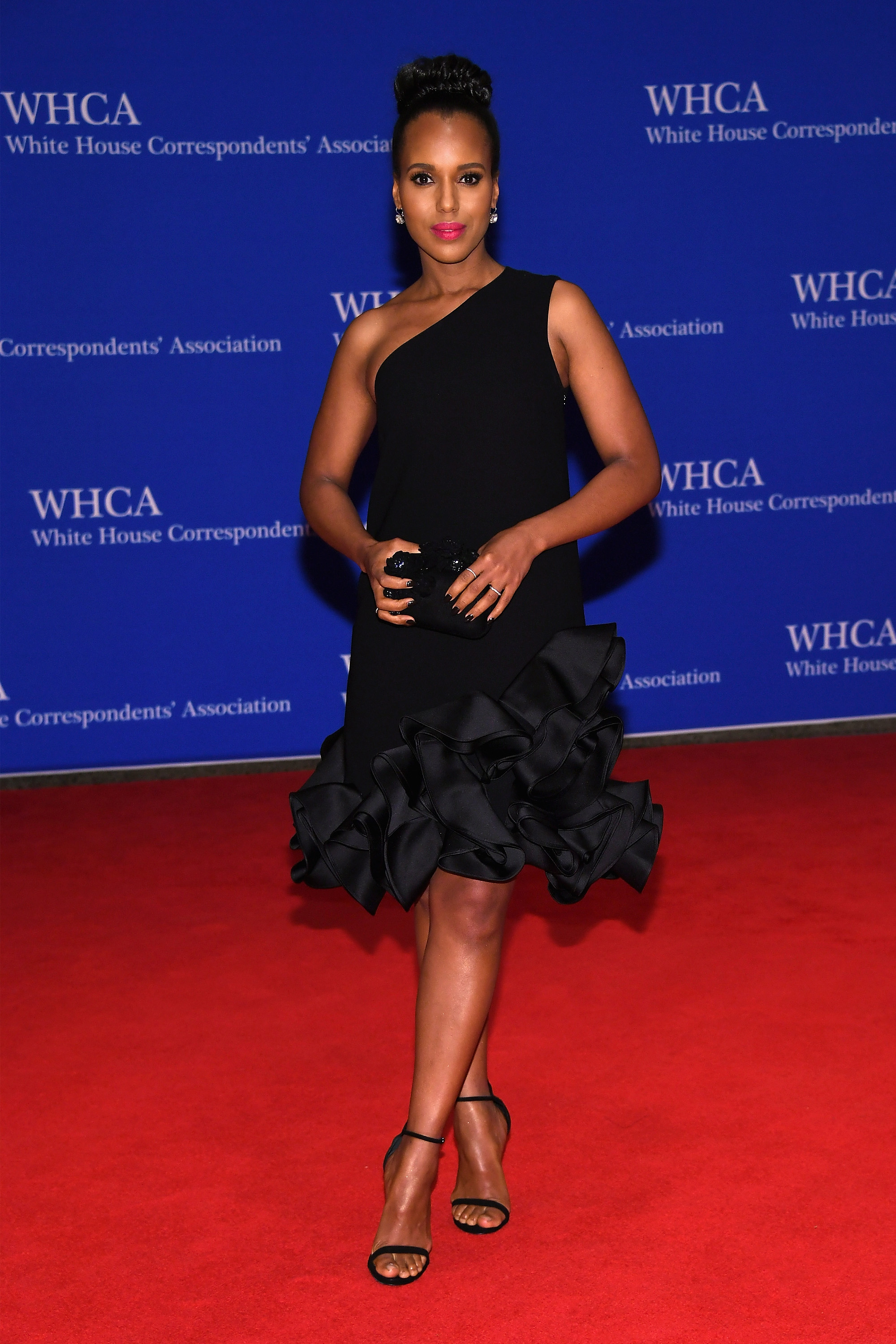 The Cast Of  Scandal  At The 2016 White House Correspondents  Dinner     The Cast Of  Scandal  At The 2016 White House Correspondents  Dinner Looks  Classy As Ever     PHOTOS