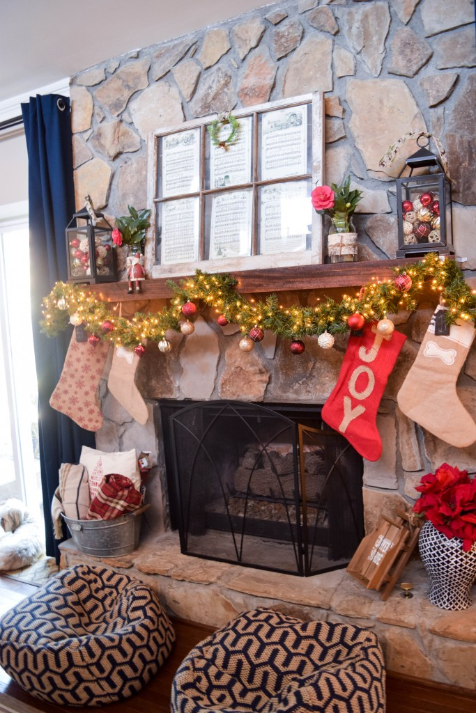 Traditional Christmas Living Room Decor